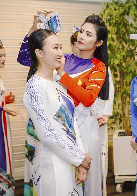 ao-dai-do-ngoc-han-thiet-ke-duoc-ban-be-quoc-te-khen-ngoi-3