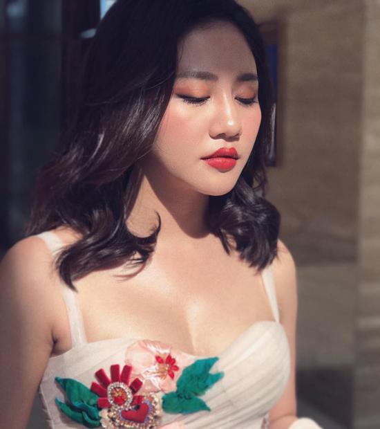 van-mai-huong-soc-truoc-tin-don-tung-lam-quan-karaoke-di-khach-gia-3-5-trieu-dong