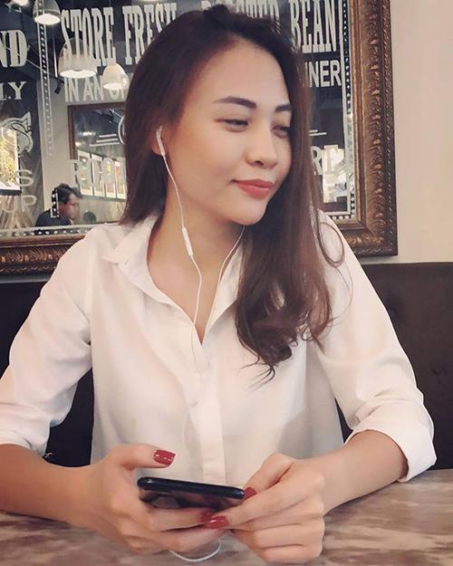Đàm Thu Trang - tình mới của Cường Đôla - hiếm hoi đăng ảnh lộ mặt. Cô ăn vận giản dị
