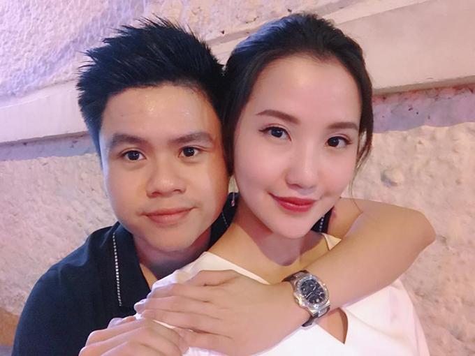 Thiếu gia Phan Thành hạnh phúc bên bạn gái mới Primmy Trương. Sau khi chia tay Midu, đây là lần đầu tiên anh công khai bạn gái.