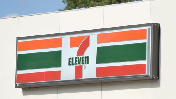 7-Eleven là chuỗi cửa hàng tiện ích nổi tiếng trên toàn cầu. Ở đây, bạn có thể mua được tất cả những
