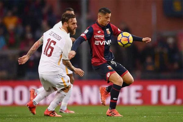 Sai lầm của De Rossi khiến AS Roma không chỉ chơi thiếu người mà còn bị san hòa tỷ số. Ảnh: