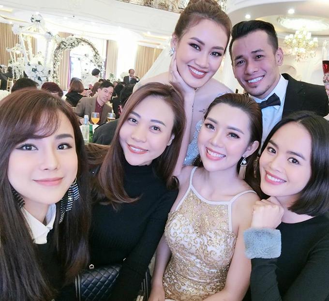 Đàm Thu Trang đi ăn cưới người mẫu Pông Chuẩn và hội ngộ với dàn chân dài Next Top Model