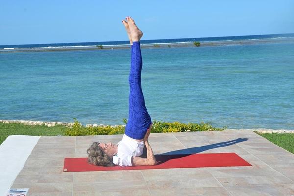 Bí quyết cuối cùng chính là tập luyện yoga mỗi ngày. Bà Tao Porchon-Lynch biết đến yoga từ năm 8 tuổi và đã dành 75 năm để giảng dạy yoga