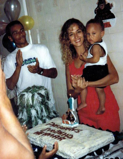 Neymar đón sinh nhật đầu tiên cùng bố mẹ trong