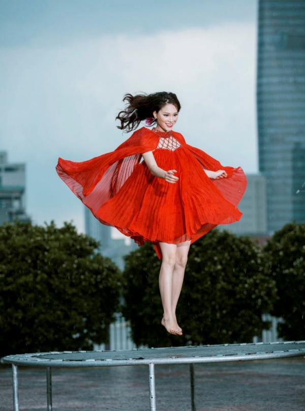 phuong-linh-ngoc-cham-hai-guong-mat-noi-troi-tai-the-hair-1