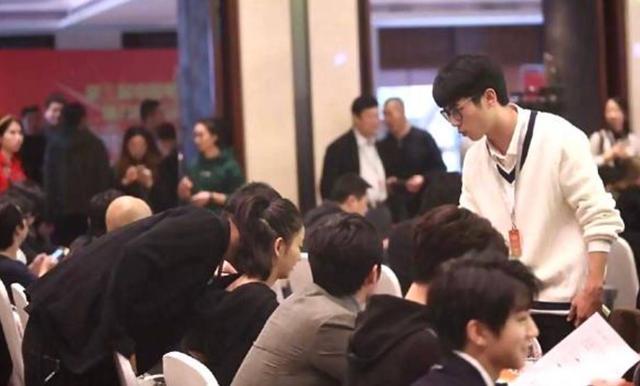 vo-chong-dong-le-a-tinh-cam-nhu-chua-tung-co-scandal-ngoai-tinh-2
