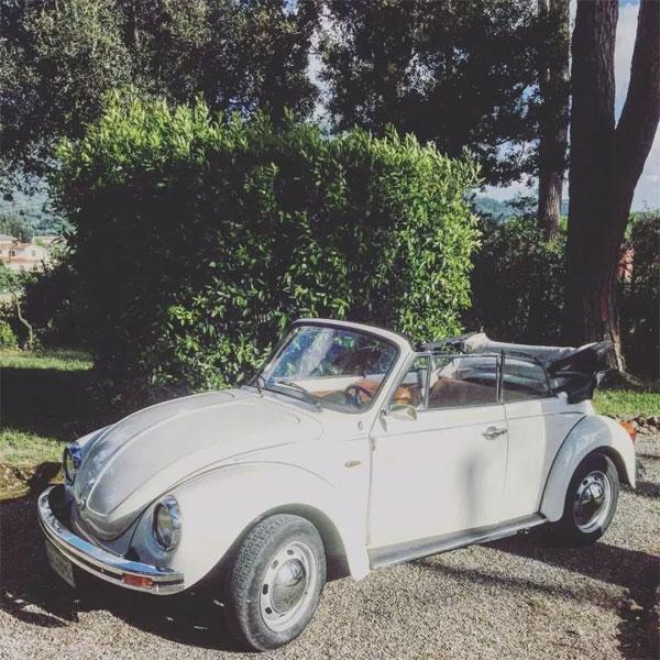 Cầu thủ triệu phú vẫn đi chiếc xe khiêm tốn Volkswagen Beetle năm 2015.