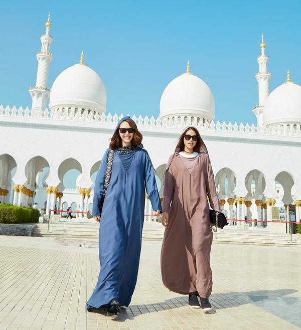 Minh Hằng và Phạm Hương vừa có chuyến công tác ở Dubai. Tranh thủ những lúc không phải làm việc, họ đi dạo quanh thành phố. Đây là lần đầu đến với một đất nước Trung Đông nên Minh Hằng rất bỡ ngỡ và cảm thấy nhiều thứ lạ lẫm. Minh Hằng chia sẻ: Có những điều chúng ta luôn thấy rất bình thường ở Việt Nam hay ở đa số quốc gia khác, thế nhưng ở UAE đó là những điều họ cấm. Tuy biết trước nhưng tôi cũng khá lúng túng. Tuy nhiên nhập gia tùy tục, tôi và Phạm Hương đã có những giờ phút thật sự thoải mái ở Dubai.