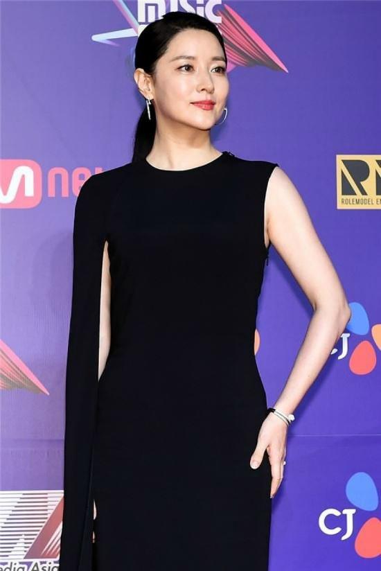 Tối 1/12, dàn sao Hàn góp mặt trong Lễ trao giảiMnet Asian Music Awards 2017, sự kiện được tổ chức tại Sân vận động Hong Kong