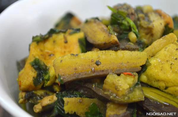 Ốc bung chuối phải có vị chua nhẹ của mẻ mới ngon. Nếu không ăn được mắm tôm thì không cho, nhưng sẽ giảm vị ngon đi nhiều.