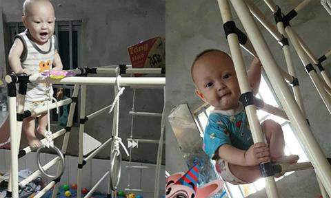 Bé 9 tháng tuổi leo thang rèn luyện sức khỏe