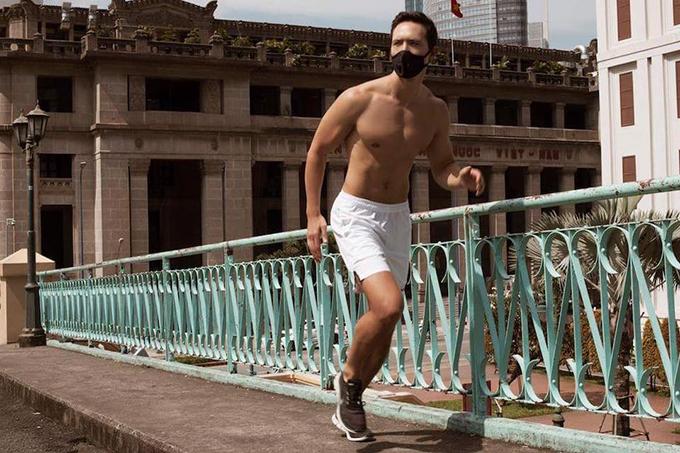 Kim Lý khoe body săn chắc khi tham gia chạy