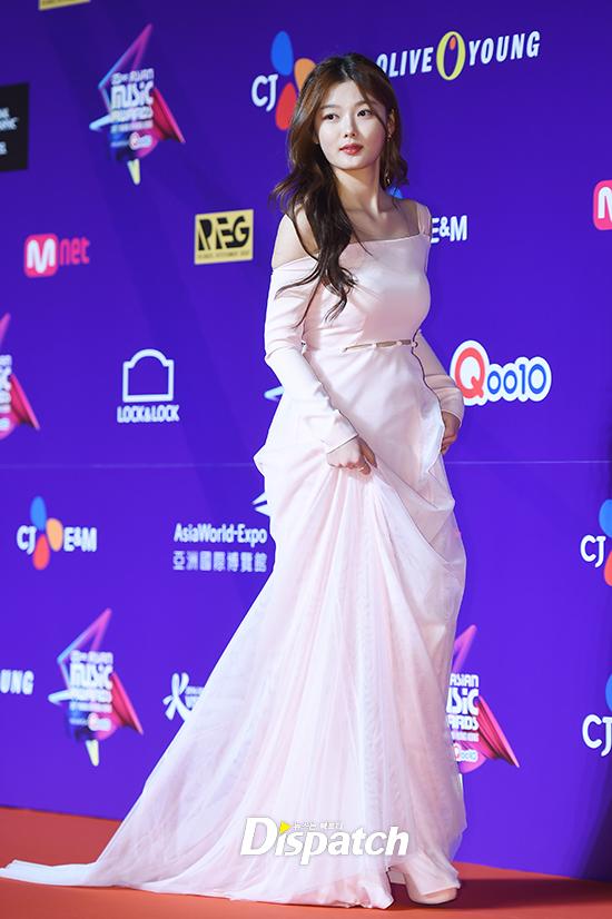song-joong-ki-mot-minh-du-mama-ma-khong-co-song-hye-kyo-dong-hanh-4