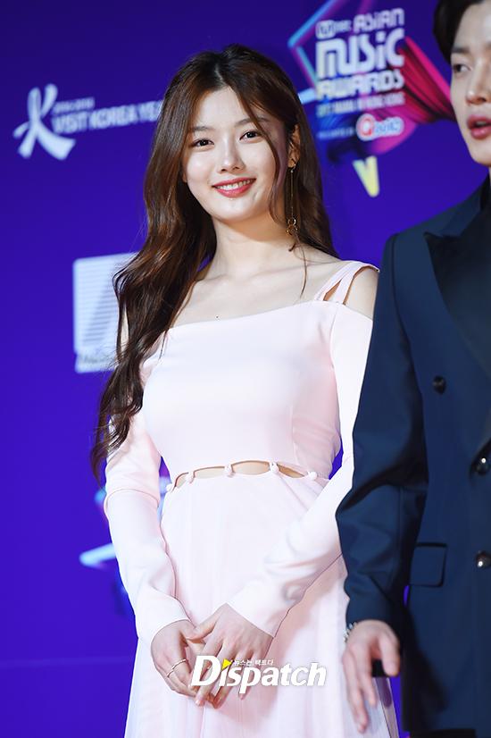 song-joong-ki-mot-minh-du-mama-ma-khong-co-song-hye-kyo-dong-hanh-5