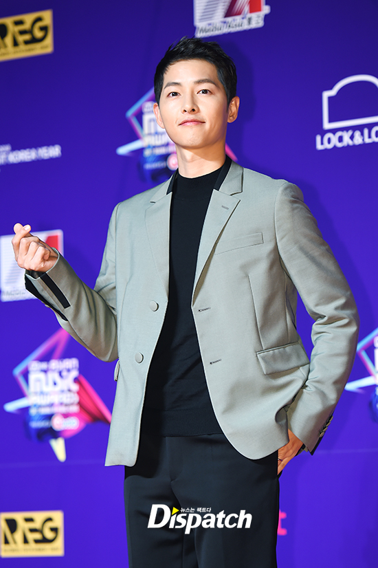 song-joong-ki-mot-minh-du-mama-ma-khong-co-song-hye-kyo-dong-hanh