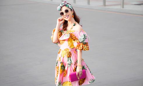 Hoa hậu Jennifer Phạm diện cây hàng hiệu dạo phố