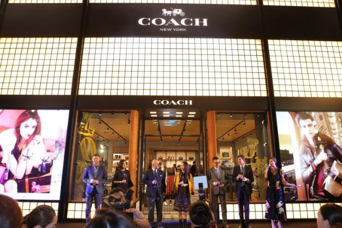 Trải qua nhiều thay đổi, Coach xác định tiêu chí Modern Luxury như một phương châm mới của thương hiệu, nhằm hướng đến thế hệ khách hàng trẻ trung hơn. Qua đó, thương hiệu tái định nghĩa sự sang trọng truyền thống trong thời đại mới.