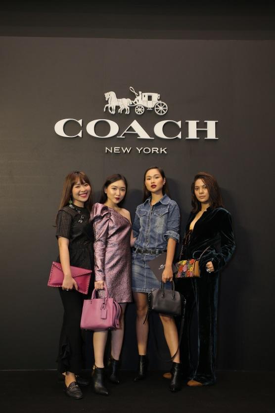 bao-anh-mai-ho-cham-mat-trong-su-kien-khai-truong-flagship-store-coach-3