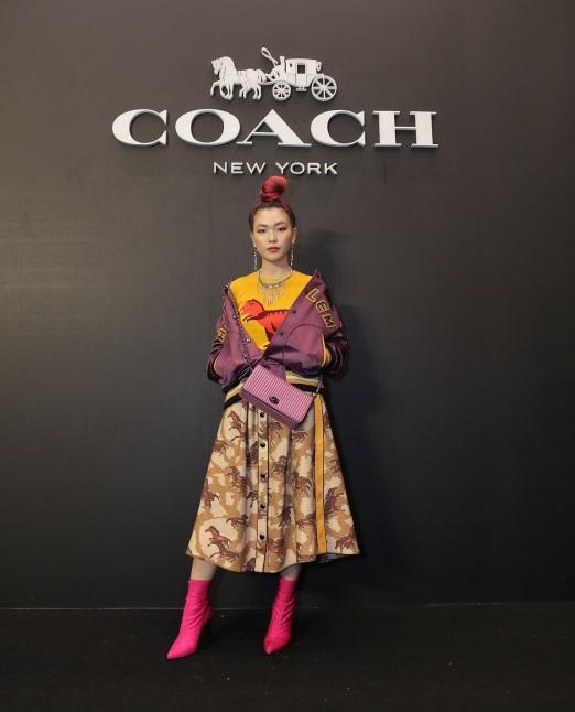 bao-anh-mai-ho-cham-mat-trong-su-kien-khai-truong-flagship-store-coach-5