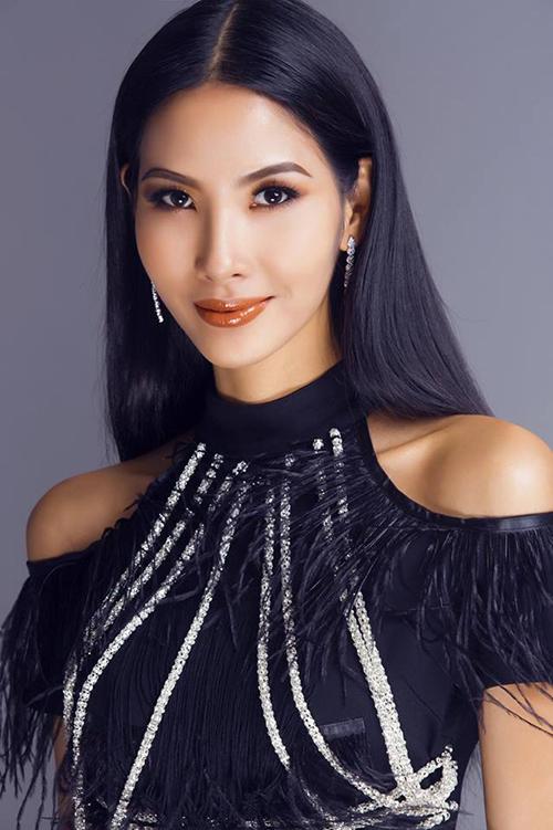 Hoàng Thuỳ giải thích lý do vắng mặt trong một tập Hoa hậu Hoàn vũ vì phải tham gia một chương trình đã ký kết trước đó.