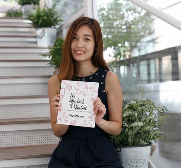 Charlotte Cho là tác giả cuốn sách The Little Book Of Skincare chia sẻ về những bí quyết dưỡng da của người Hàn và các sản phẩm làm đẹp được phụ nữ xứ sở kim chi yêu thích nhất.