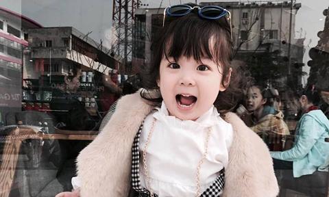 Bé gái 3,5 tuổi khuyên ba không hút thuốc, uống rượu