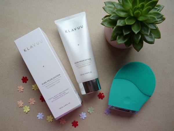 KLAVUU Pearlsation Revitalizing Facial Cleansing Foam Sữa rửa mặt KLAVUU có chiêt xuất ngọc trai, giúp làm sáng da và thành phần rong biển giúp chống lão hóa hiệu quả.