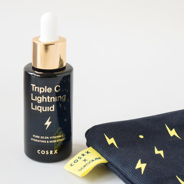 Cosrx Triple C Lightning Liquid Serum chứa vitamin C hàm lượng cao (20,5% vitamin C thanh khiết) giúp làm trắng da, mờ vết thâm hiệu quả.
