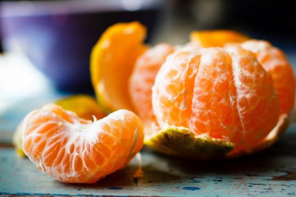 Cam, quýt hay xoài rất giàu vitamin C, một nguyên tố cần thiết cho việc hấp thụ sắt.