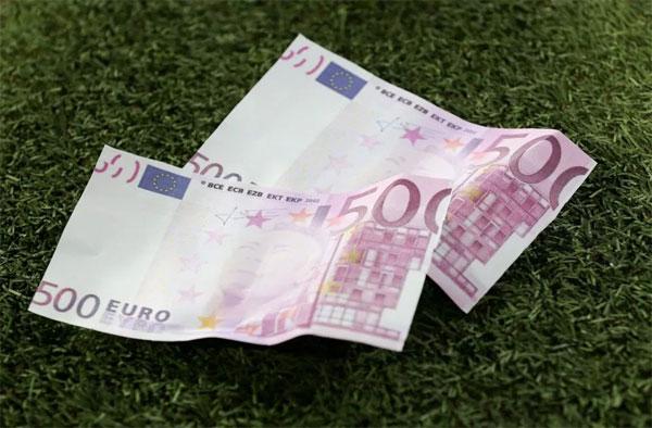 Những từ 500 euro giả in hình Neymar