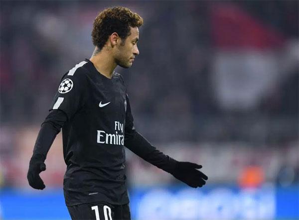 Tiền đạo đắt giá có một trận đấu đáng quên tại Allianz Arena khi PSG để thua 1-3 trước Bayern Munich.