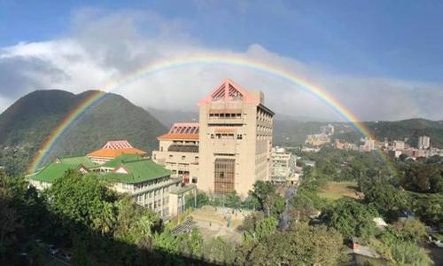 Cầu vồng kéo dài suốt 9 tiếng trên bầu trời Đài Loan