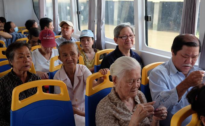 Du ngoạn Sài Gòn bằng \'xe buýt\' trên sông