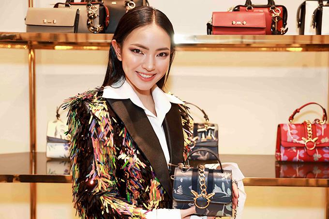 angela-phuong-trinh-dien-cay-do-noi-bat-ben-dan-fashionista-7