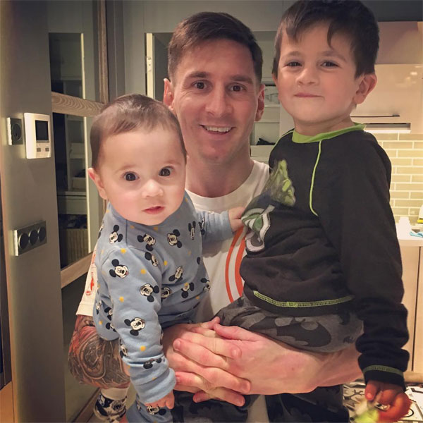 Messi và hai con trai Thiago, Mateo.
