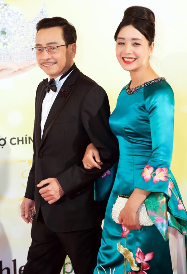 quach-ngoc-ngoan-va-nguoi-tinh-hoi-ngo-vo-chong-ky-han-tai-ch-czech-3