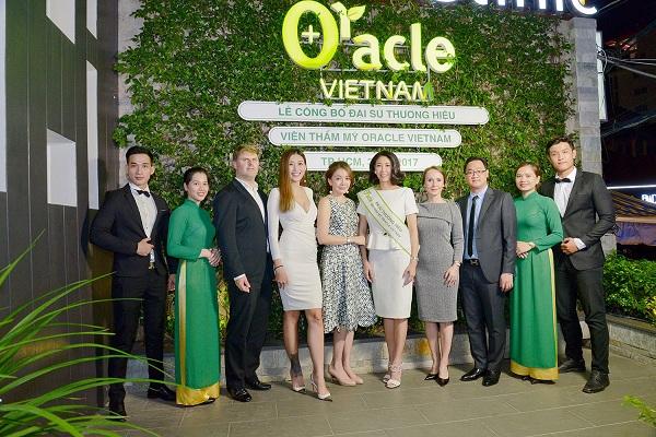 Hoa hậu Hà Kiều Anh trong buổi lễ ký kết chuyển giao công nghệ giảm mỡ và trẻ hóa da tại Oracle Việt Nam.