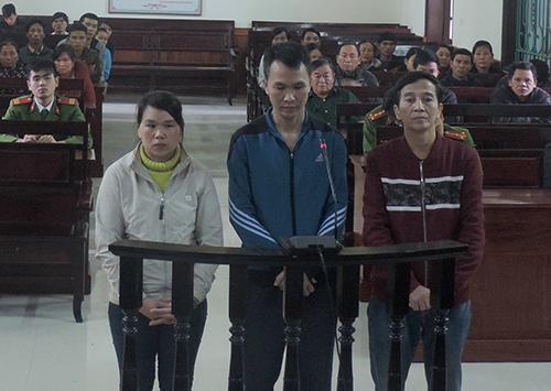 hai-chu-quan-cuong-buc-tap-the-be-gai-14-tuoi-truoc-khi-ep-ban-dam