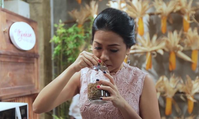 Trần Uyên Phương - con gái người sáng lập Tập đoàn Tân Hiệp Phát đảm nhận vai trò giám đốc loạt sitcom về ẩm thực, Mỹ nhân vào bếp.
