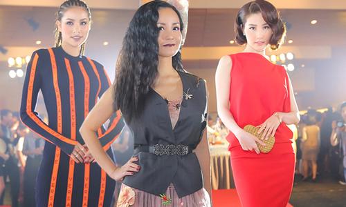 Hồng Nhung mặc váy xuyên thấu khoe sắc bên dàn sao