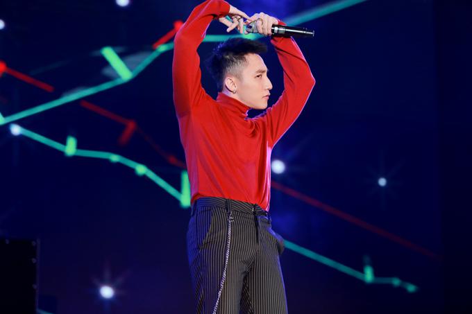son-tung-m-tp-duoc-bao-ve-nghiem-ngat-khi-chay-show-7
