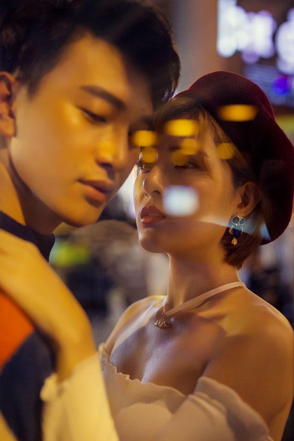 lilly-luta-mac-sexy-dao-pho-dong-cung-ca-si-hoang-ky-nam-1