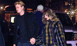 Taylor Swift nắm tay bạn trai về nhà sau đêm diễn