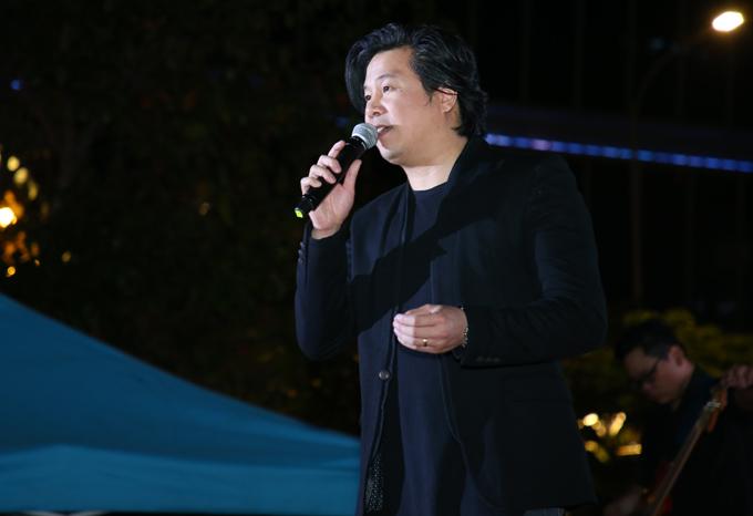 thanh-bui-khuay-dong-hang-nghin-khan-gia-tren-pho-di-bo