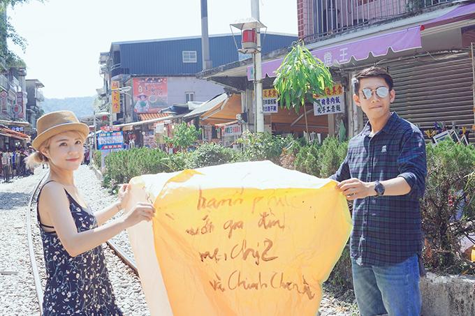 quang-dang-nhac-bong-thai-trinh-om-hon-co-tren-pho-dai-loan-11