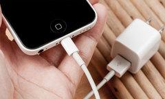 Lý do sạc iPhone 'nhái' gây điện giật và cháy nổ