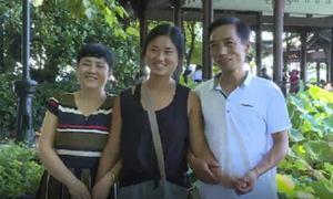 Cô gái Trung Quốc đoàn tụ cha mẹ đẻ sau 20 năm được bố mẹ Mỹ nhận nuôi