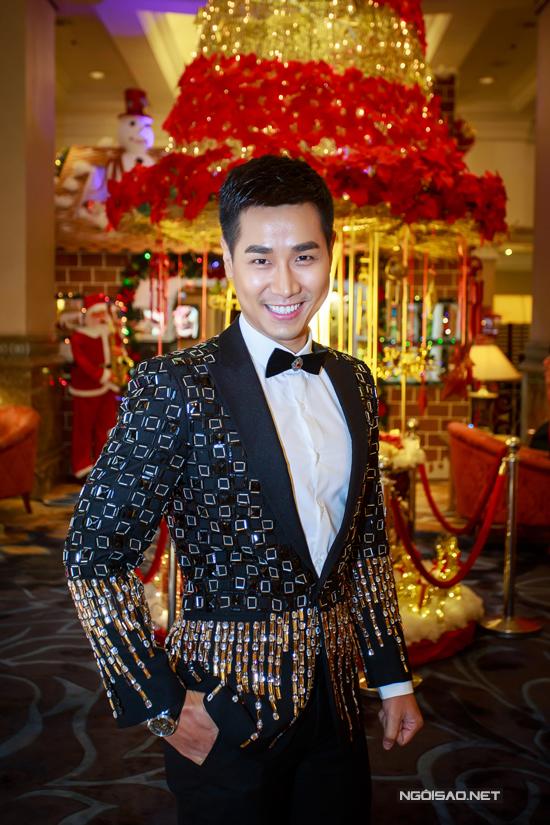 MC Nguyên Khang đảm nhận vai trò dẫn dắt buổi tiệc.