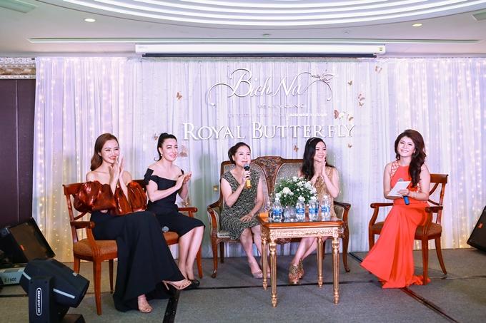 Cùng xuất hiện trong sự kiện, MC Thanh Phương tranh thủ nịnh mẹ chồng bằng những lời khen.